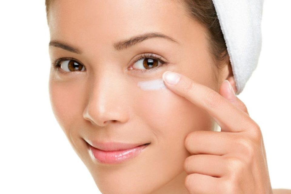 Amazing tips to get rid of puffy bags under your eyes