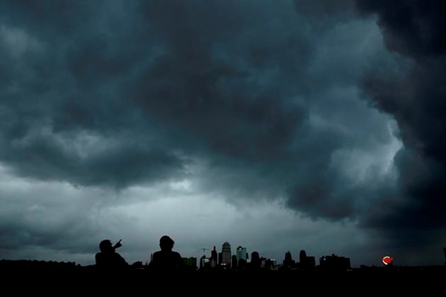 Harsh weather tornadoes crashes in Kansas City